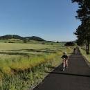 V podvečer opouštíme rodiče a vydáváme se do Červené Vody. Vybudovali tu novou cyklostezku AŽ do Králík.