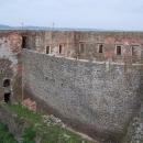 Přes davy lidí jsme se dostali na hradní věž (tohle je pohled na jeden hradní palác)