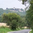 Sjeli jsme z kopce, zamávali Helfštýnu a míříme směr Hostýnské vrchy.