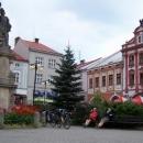 Valašské Meziříčí. Sjeli jsme z Hostýnských vrchů a po zmrzlině míříme do Beskyd.