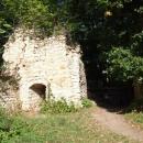 Pohled k bráně zevnitř hradu