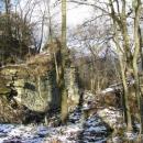 Z hradu Kalich už na rozdíl od Panny něco zbylo (hradní brána)