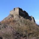 Košťálov byl vlastně jen malý hrad na vrcholku čedičové skály