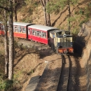 Přímo pod nocležištěm projíždí vlaky
