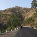 Cesta do Shimly se klikatí podél kopců