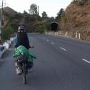 Takřka celou cestu do Shimly nás úzkokolejka doprovází