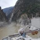 Urputná snaha spoutat proudy vody z hor do betonu a proměnit sílu vody v energii