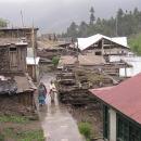 Ve vesnici Kalpa jsou ještě často staré domy s kamennými střechami