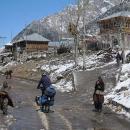 Projíždíme vesničkami, kterými jsme včera jeli nahoru