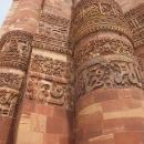 To není výzdoba, to je text koránu na minaretu