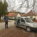 Třetí den jedeme autem do Smolenice. Auto parkujeme pod Smolenickým zámkem. Ten je však dnes zavřený.