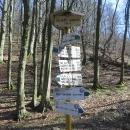 Čeká nás totiž výšlap na údajně nejhezčí horu Malých Karpat. Značky jsou už trošku jeté zubem času :-)