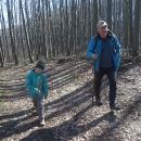 Před pár lety ode mě Luděk dostal k narozeninám trekové hole. Jenže je nenosí, radši si v lese najde klacek.