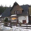 Další den Luděk vyráží na běžkách na Vsacký Cáb, ale fotky nejsou, čili už jen pár posledních fotek - tady jsme bydleli...