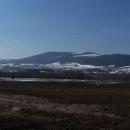 Suchý vrch ještě pokrývá slušná vrstva sněhu (foceno ze silnice na Králíky)