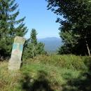 Staré hraniční kameny - hranice ČR a SR je zde posunuta a nevede přímo po hřebeni.