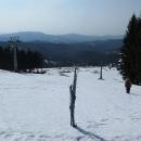 V horní části sjezdovky je sněhu víc.