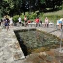 Balneopark - to je několik procedur v duchu metodiky Vincenze Priessnitze. V parném dni je příjemné máčet si nohy v ledové vodě.