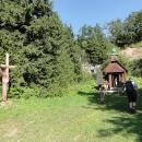 Památník obětem hor vznikl v opuštěném lomu nad sedlem teprve letos