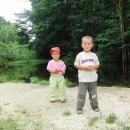 Víťa se Šárkou pózují pro fotku babičkám :-)