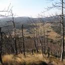 Bukovec dosažen, na stromech již není listí a tak je vidět dolů na Jizerku