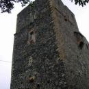 Radyně je kamenná kostka s vysokou hranatou věží