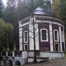 Kaple Klokočka u Bakova - pod ní pramení mohutný prý i léčivý pramen