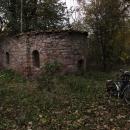 Starý kostel z původní vsi Czerweny Strumieň. Už padla tma, tak míříme do Kašparovy chaty na večeři a pak domů.