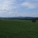 Zelený koberec luk a lesů na česko-rakouském pomezí