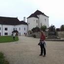 Na nádvoří hradu