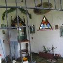 Kapličku se studánkou u kostela opravují místní lidé