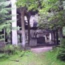 Opuštěná úpravna na zpracování cínové rudy postavená za 2.sv.války, v areálu byl i důl.