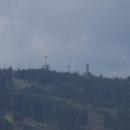 Na protějším hřebenu se tyčí vrch Svatobor  s rozhlednou i vysílači