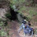 V údolí Losenice narážíme na první zlatokopecké štoly