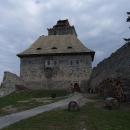 Na nádvoří hradu Kašperk