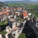 Výhled z hradní věže na městečko