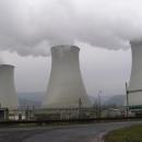 Projíždíme těsně pod chladícími věžemi Prunéřovické elektrárny.