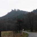Pro změnu trocha přírody. Nahoře se na nás dívá hrad Hasištejn.
