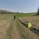 Studenecké údolí vede z Vlčkovic k Pastvinám. První poznatek: praporek vozíku dost překáží focení :-)