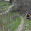 Zajíždíme sem kvůli dřevěnému kostelíku. Musíme ale kousek do kopce.