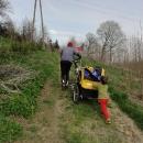 Děti ven z vozíku a tlačit!