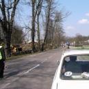 Za asistence městské policie čekáme na pokácení stromu