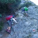 Doslova horolezecké terény. Děti to baví, ale když se přidá únava, začíná to být nebezpečné.