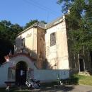 Hned pod hradem se nachází časem zruinovaný kostel Sv.Petra a Pavla