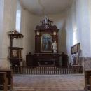 Interiér kostela čeká na opravu