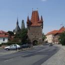 Centrum Rakovníka mne vítá středověkým opevněním