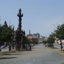 Žižkovo náměstí je pěkně dlouhé, škoda že horizont historického centra kazí paneláky