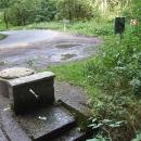 Pramen vody hned u silnice nad Třebocí přichází vhod