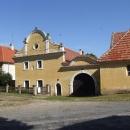 Pěkně opravená usedlost na náměstí v Třebízi
