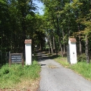 Tak tady na zámečku v Dřevíči sídlí Karel Schwarzenberg, škoda že se nedá k zámečku alespoň nahlédnout
